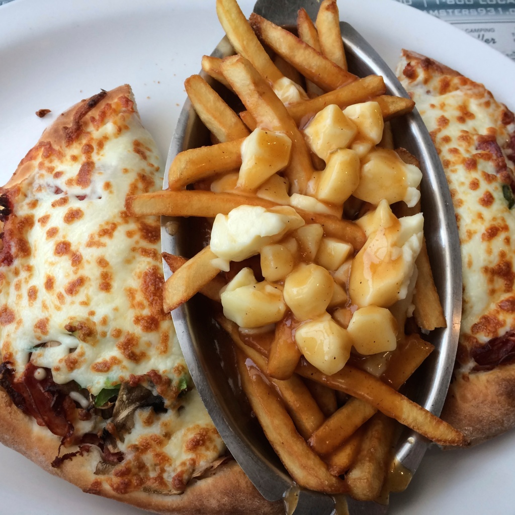 Pizza-poutine combo